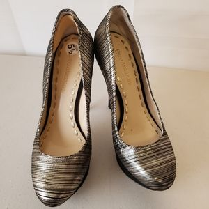 Enzo Angiolini Shinny Gold and Black 5 1/2 Heels